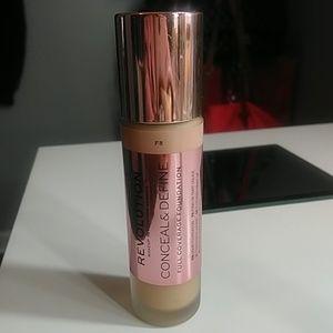 Makeup Revolution Conceal&Define Foundation (F8)